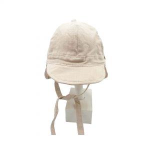Esta gorra de bebé Sáhara crudo de algodón y lino, es un modelo con visera blandita y solapa en la parte de detrás de la cabeza para mayor protección solar.