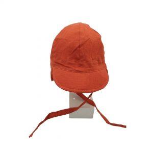 Esta gorra de bebé Sáhara caldera de algodón y lino, son un modelo con visera blandita y solapa en la parte de detrás de la cabeza para mayor protección solar.