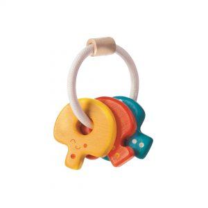 Las Llaves de Madera Sonajero Plan Toys resultan muy fáciles de sostener para los bebés y la cuerda que las une es suave y fácil de agarrar.